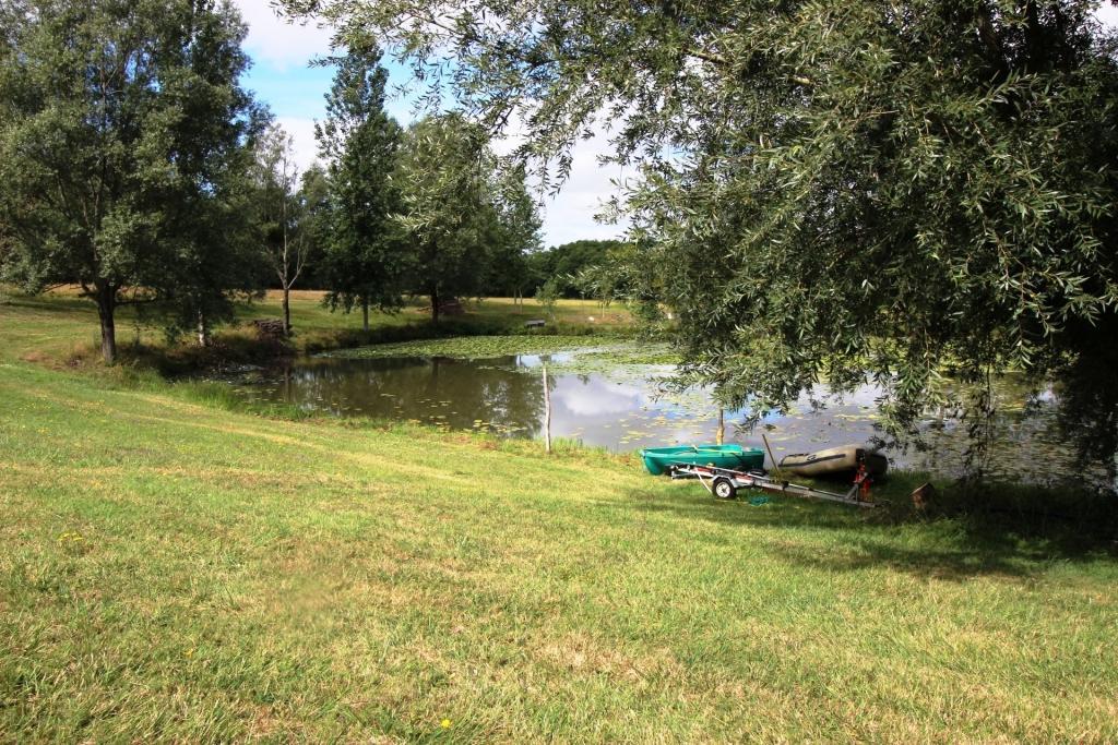 Domaine avec Ruisseau et Étang -  17260 CRAVANS