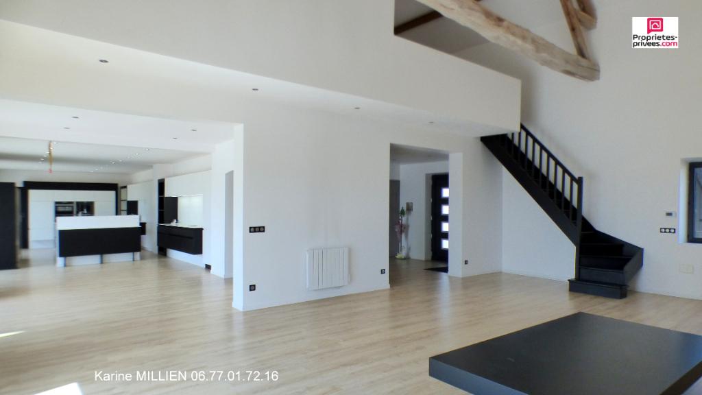 COUDRES 27220 Maison individuelle - 1 étage - 5 chambres - 2 garages - 4 box à chevaux - Sauna - Jacuzzi - Piscine chauffée - Terrain - 447 000  HAI