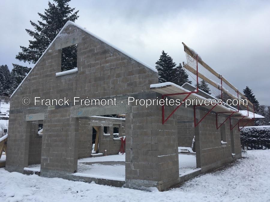 Maison neuve sur un grand terrain de 4657 m2
