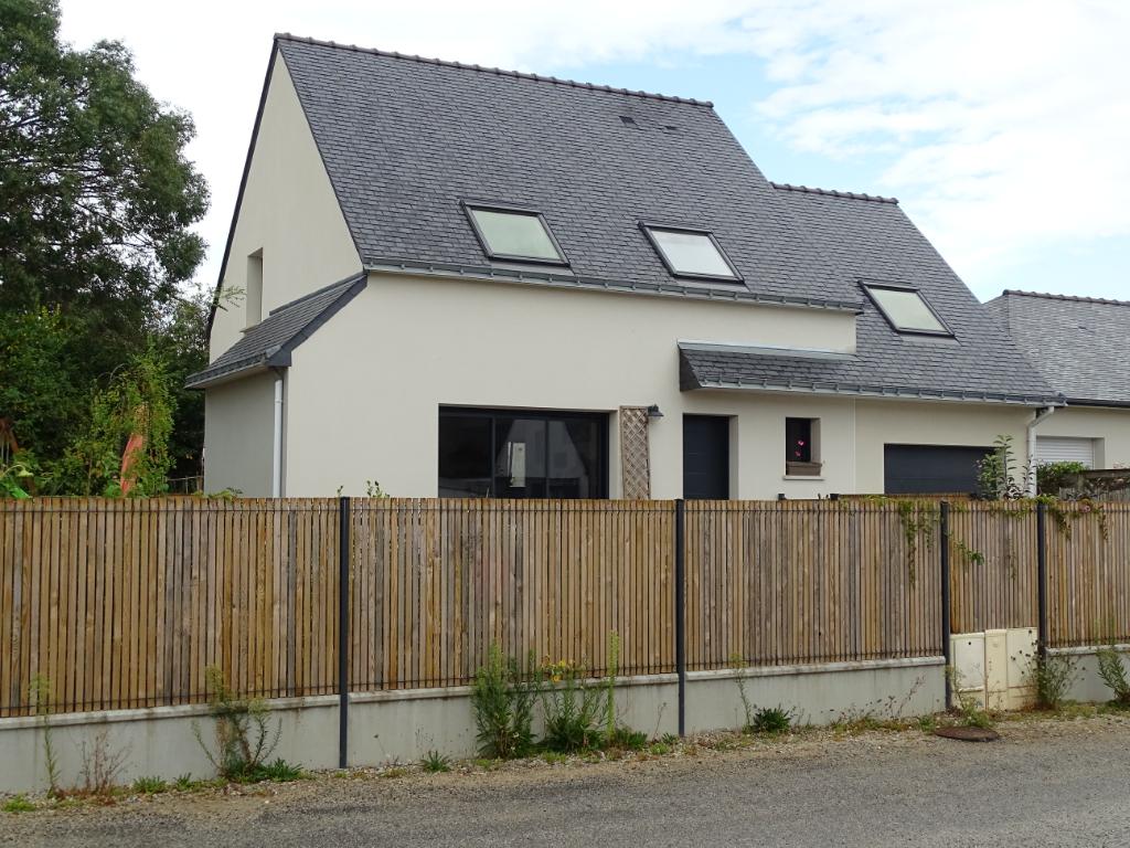PLOUHINEC - 56580 - Maison de 110 M² sur 346 m²  de terrain + garage de 22 m² -