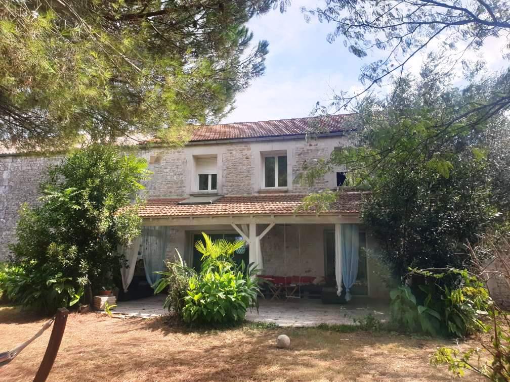 17260 ST SIMON PELLOUAILLE  Maison  de Pays 7 pièces - 235 m²