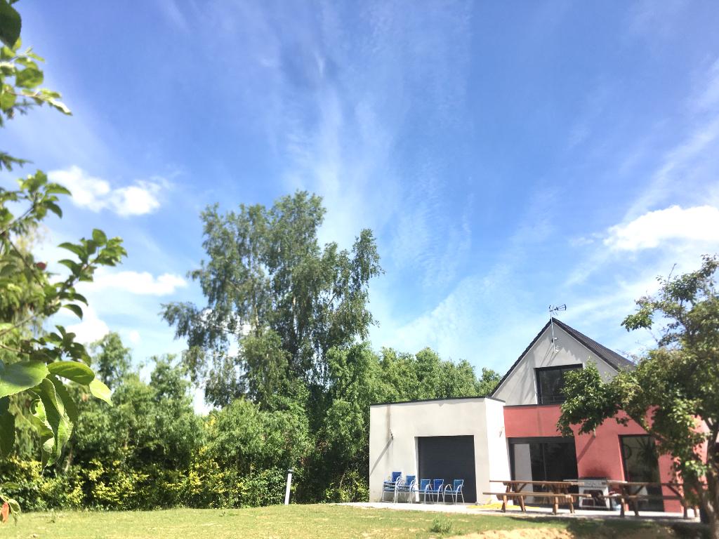Exceptionnel , rare, maison 8 pièces  350 m2 avec 1,4 hectare de  jardin  avec lac