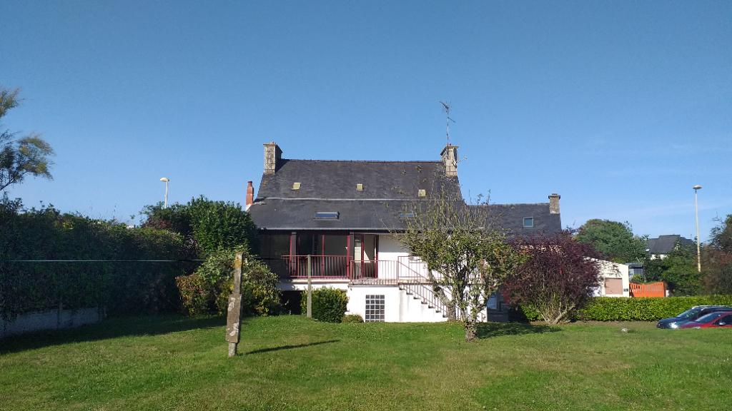 Maison Plourivo 10 pièce(s) 175 m²