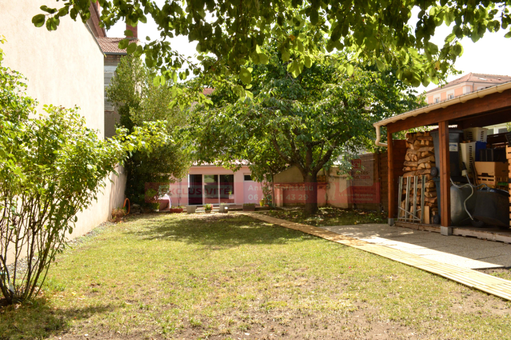 Maison ancienne 160 m², fort potentiel, grand jardin, cave tempérée et double garage + Dépendance de 40 m² en duplex
