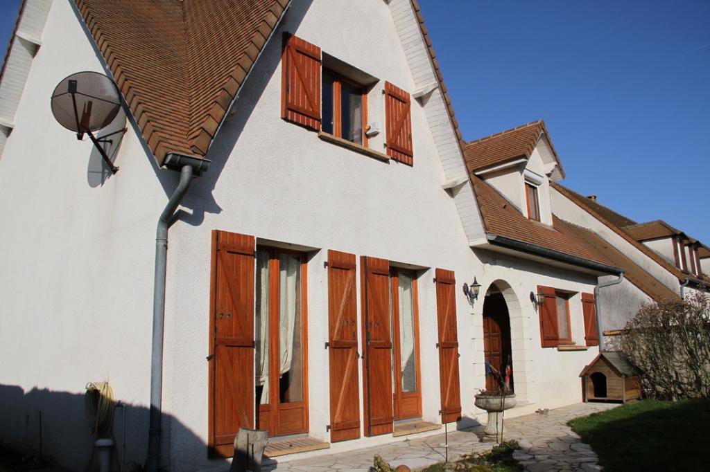 Maison Le Perray En Yvelines avec 5 chambres sur sous-sol et double garage