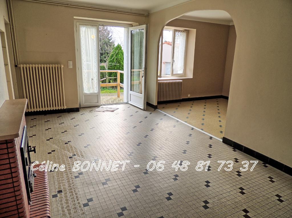 Maison Vallet 100m², 3 chambres, dépendances