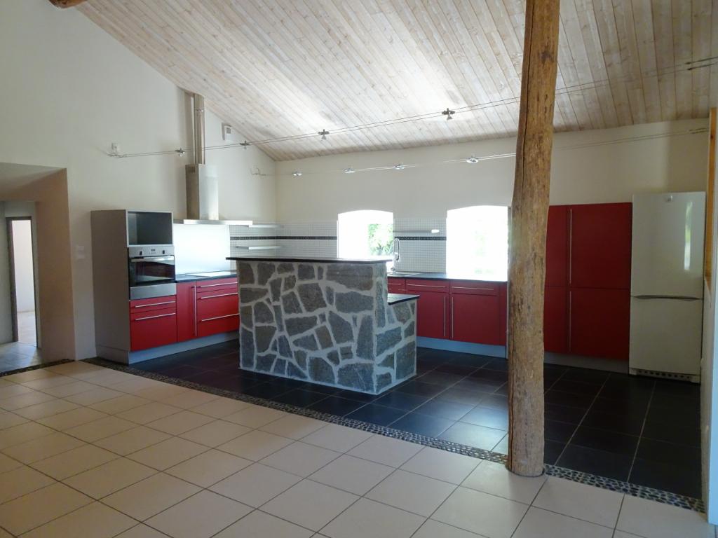 ferme en pierres rénovée  228 m² habitables 5 chambres sur 1794 m² de terrain