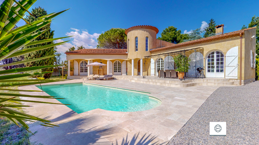 Villa  8 pièces- 4 chambres- 170 m2 - piscine - 3600 m² terrain - 749 000 euros