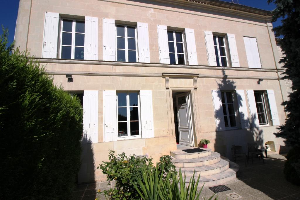 Maison bourgeoise Gemozac 9 pièce(s) 350 m2