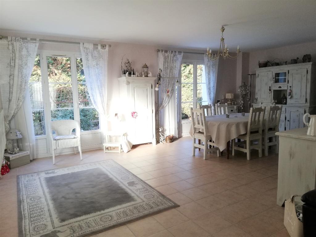 Maison de 140m² -7 pièces - 4 Chambres - Le Plessis-Trévise (94420)