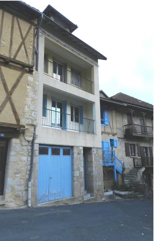 Maison Laroquebrou 7 pièce(s) 4 chambres 185 m2