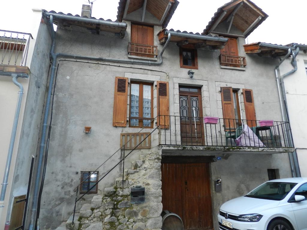 Maison de village Laroquebrou 4 pièce(s) 2 chambres 98 m2