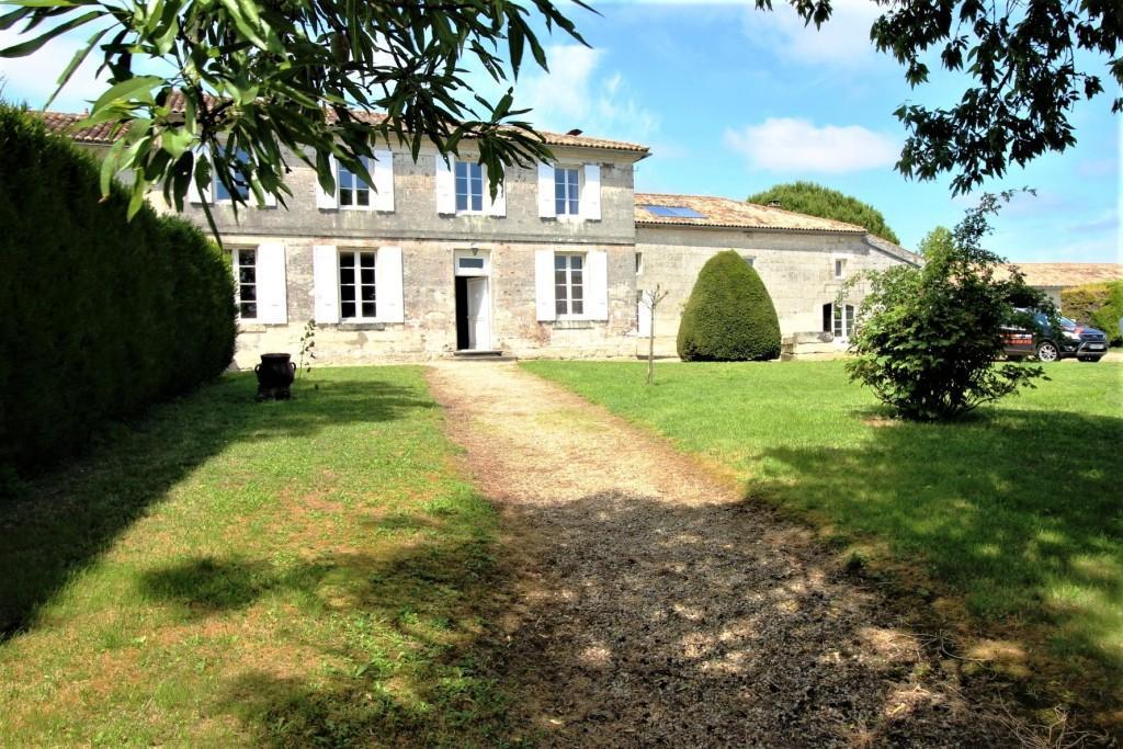Maison de maître Saint Dizant Du Gua 9 pièce(s) 330 m2