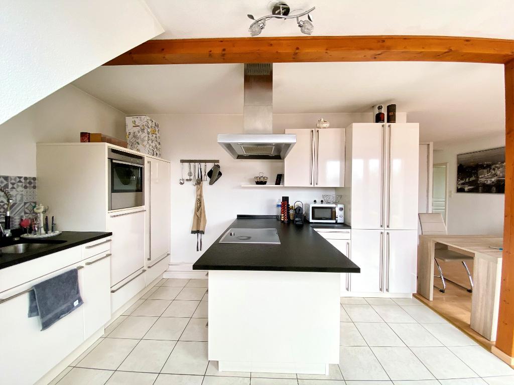 Spacieux appartement 3 pièces avec terrasse et garage double