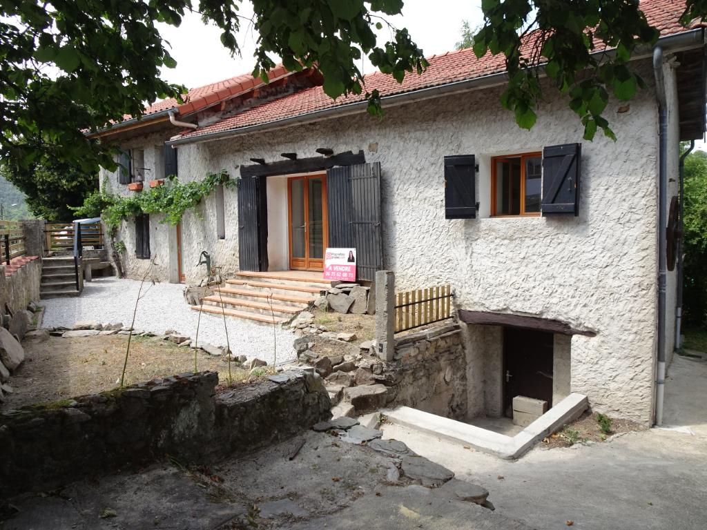 Maison en pierre 97.93m² sur terrain clos de 2105 m² 149 000