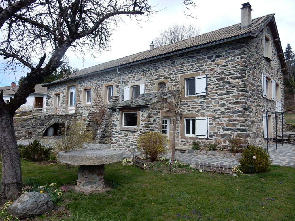 Maison Saint Hostien 130 m² 5 pièces 3 chambres, annexe et garage
