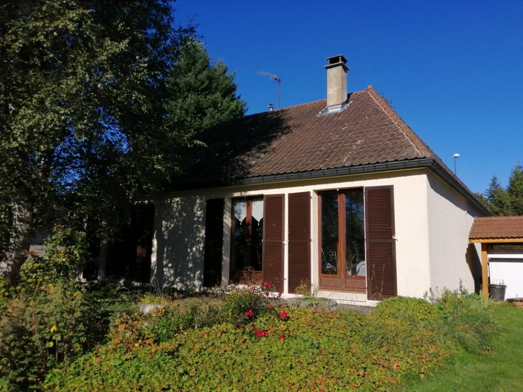 villa plain-pied 103m² habitables 3 chambres sur 1500m² de terrain clos et arboré avec source