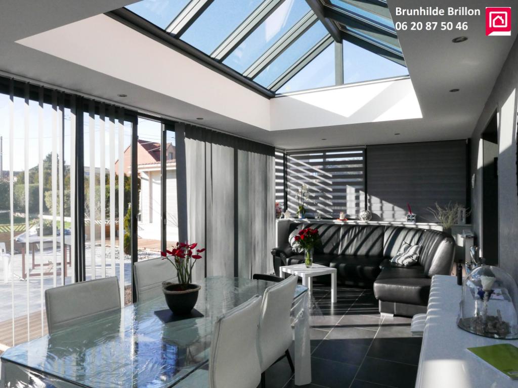 Lumineuse maison 3 à 4 chambres, bel extérieur