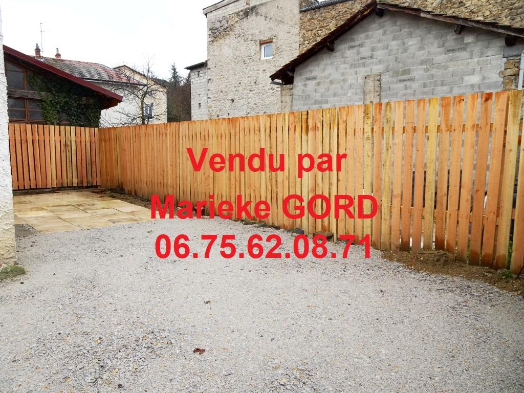 maison de village 50 m² cour et garage en plein centre de Beauzac