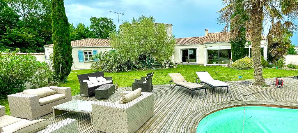 Villa 17600 Médis 9 pièce(s) 240 m2