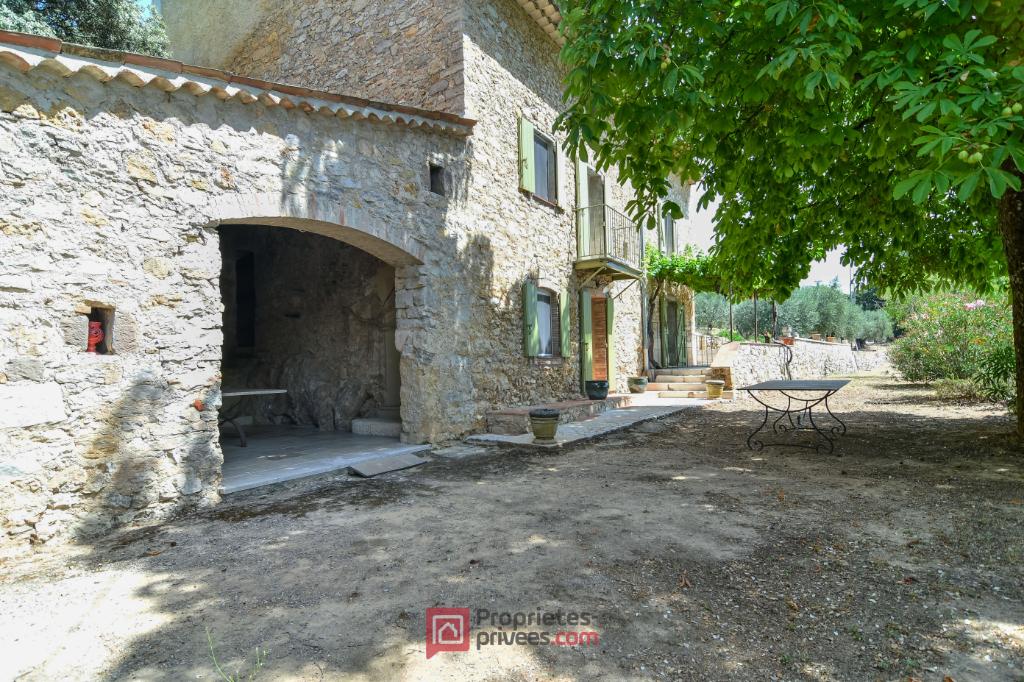 Toutour bastide rénovée, 8 pièce(s) 246 m2