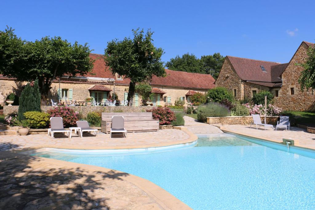 Hotel  murs et fonds 12 chbres, maison particulière, piscine, terrain constructible