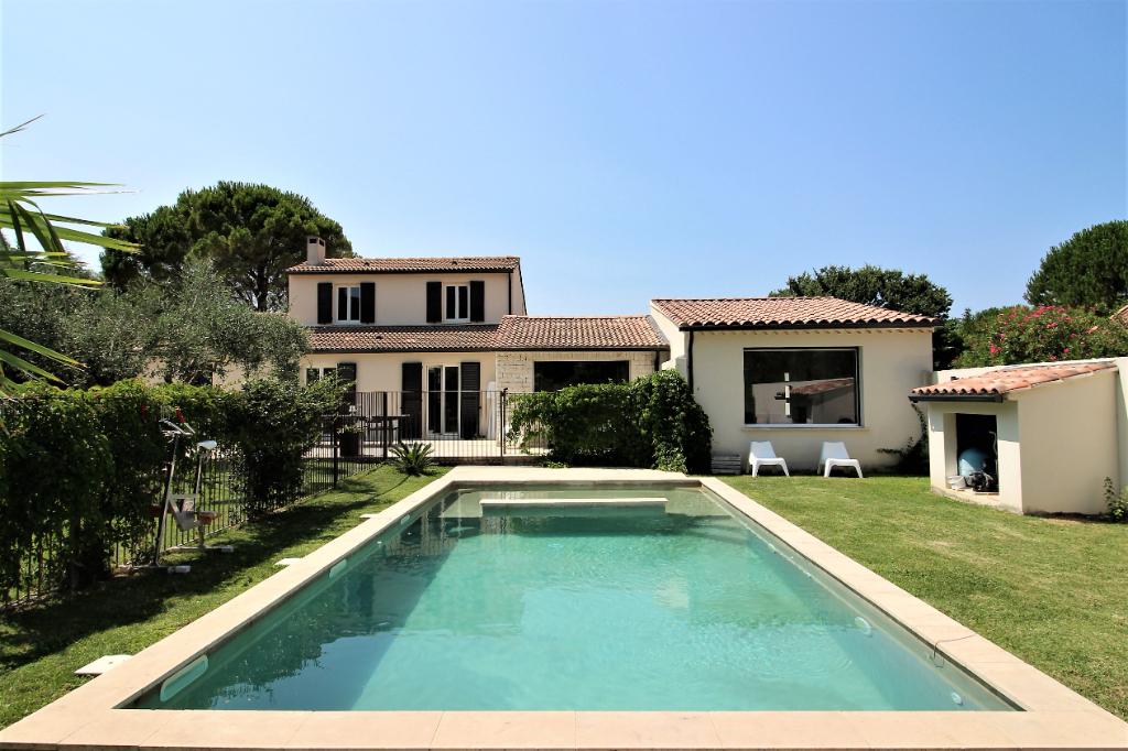 Villa St Laurent des Arbres 6 pièces 182 m²