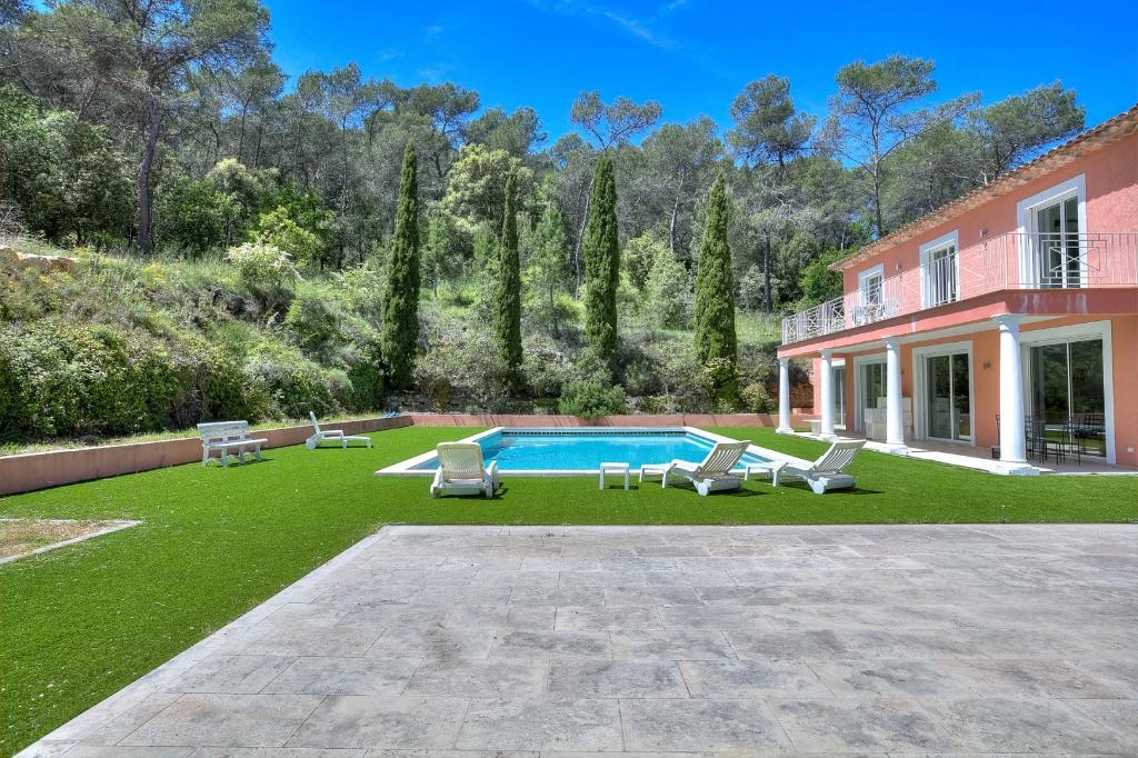 Villa Mougins 8 pièce(s) 350 m2 sur 7585m² de terrain. FORT POTENTIEL!!!!