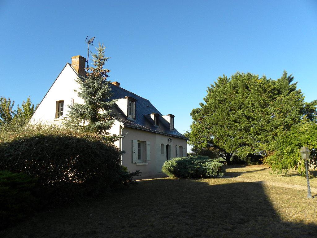 Maison Doue La Fontaine 137 m2 4 chambres sous sol