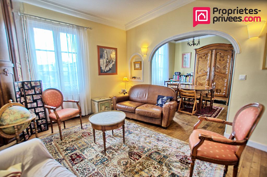 Maison  6 pièce(s) 101 m2 Rue de la Chalouère