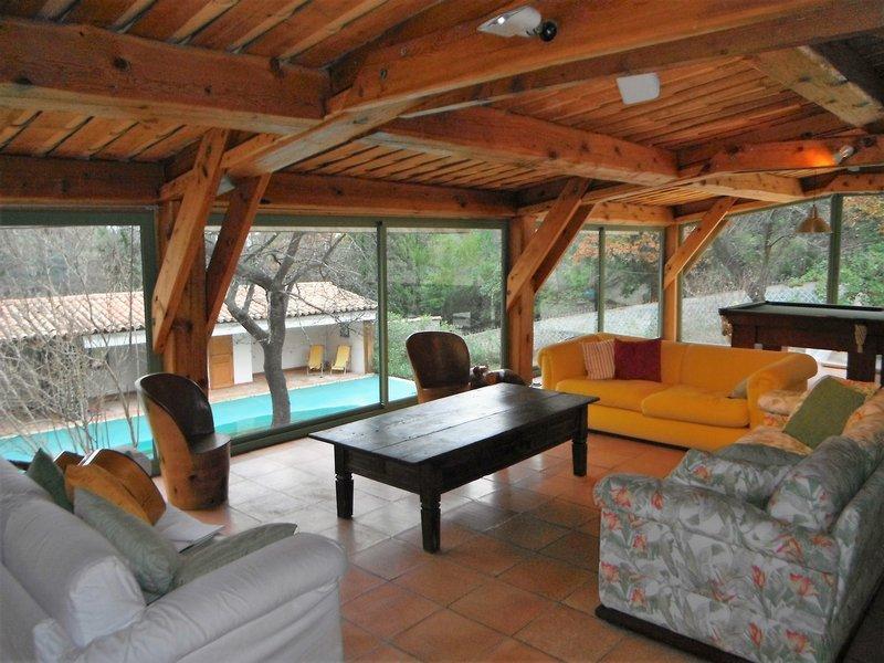 Villa 400 m2, piscine et court de tennis