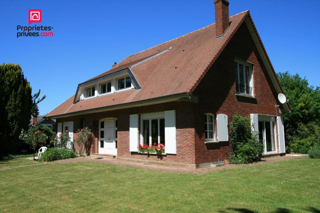 Maison individuelle en semi plain-pied-248m2 env-sous-sol-jardin