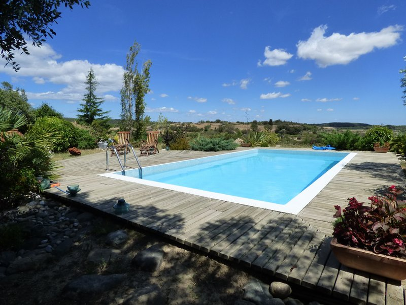 Villa d'architecte avec piscine et grand terrain