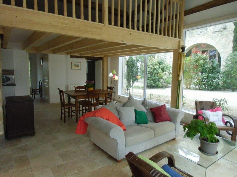 T2 mezz 80 m2 +jardin dans propriété de standing