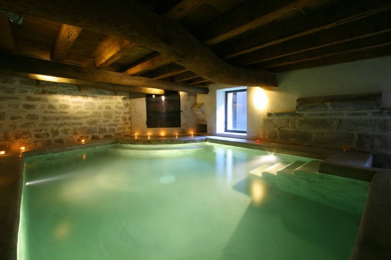 Maison de caractère avec piscine intérieure