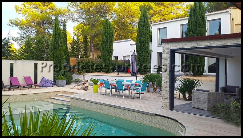 Villa + studio 415 m2 dont 3 appartements locatifs