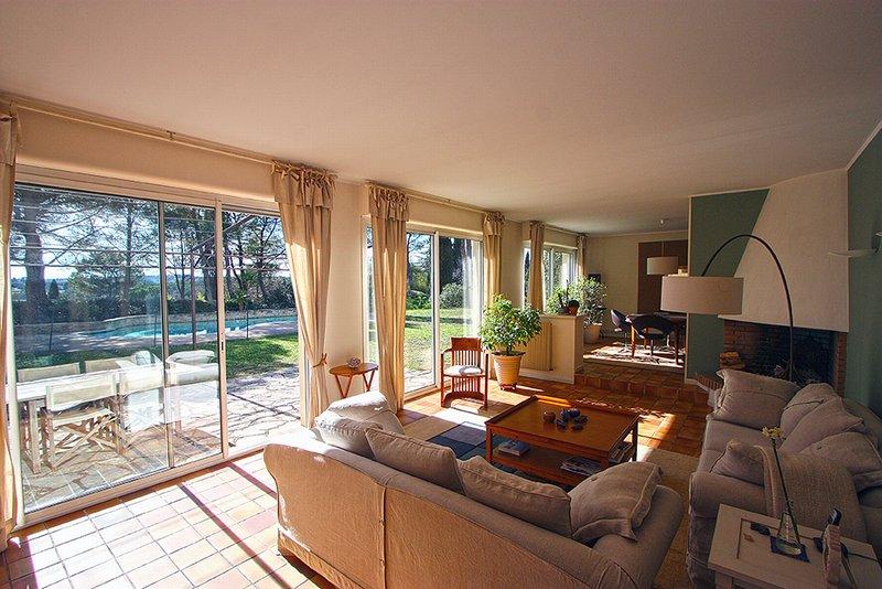 vente villa 280 m montferrier sur lez 34980. Black Bedroom Furniture Sets. Home Design Ideas