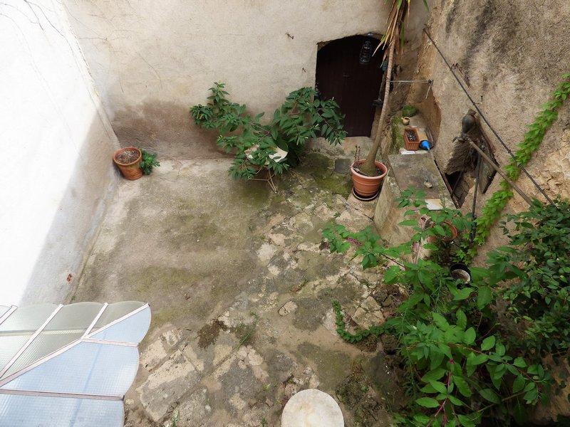 Maison de village à rénover avec extérieur