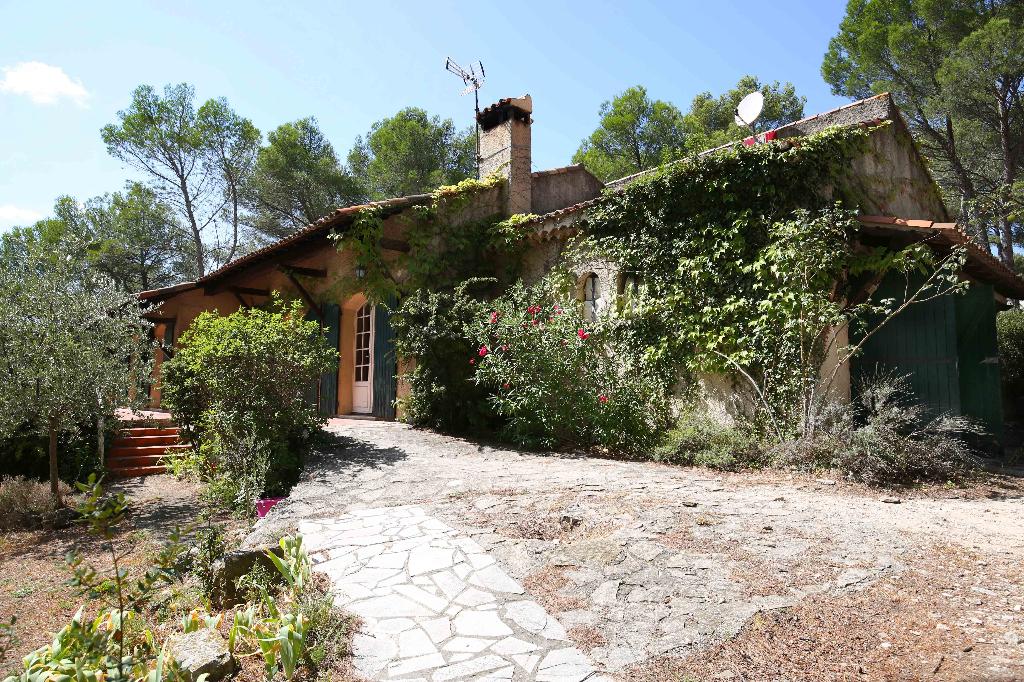 Ventabren, Mas Provençal sur un terrain de 1133m2