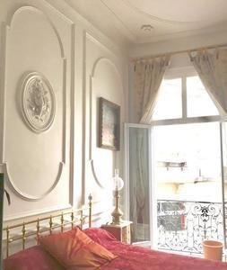 Montpellier, Ecusson, appartement de Maître 135 m² à 2 minutes à pieds des halles CASTELLANE