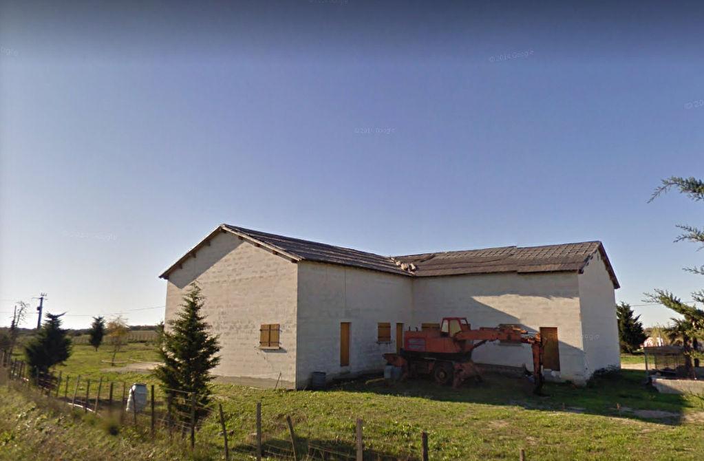 Entrepôt aménageable et transformable en habitation 300m2 sur 4000m2 terrain