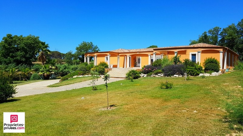 VILLA UNIQUE TERRAIN DE 4000M² PISCINE COUVERTE